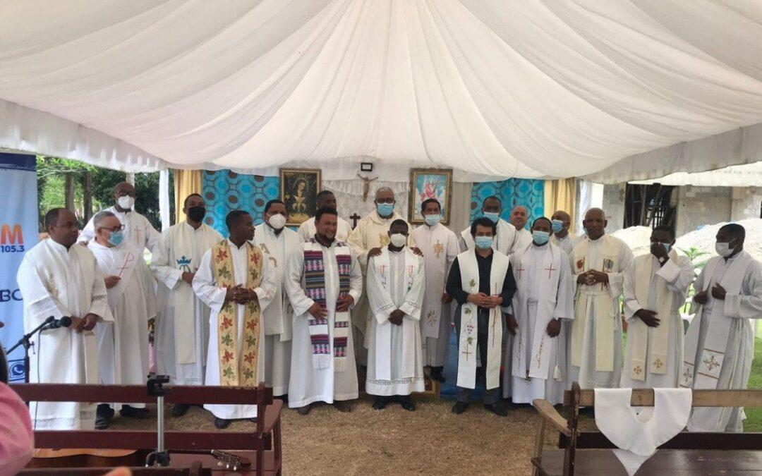 Sacerdotes y Religiosas de Yamasá y Peralvillo celebran misa a favor del Rio Ozama
